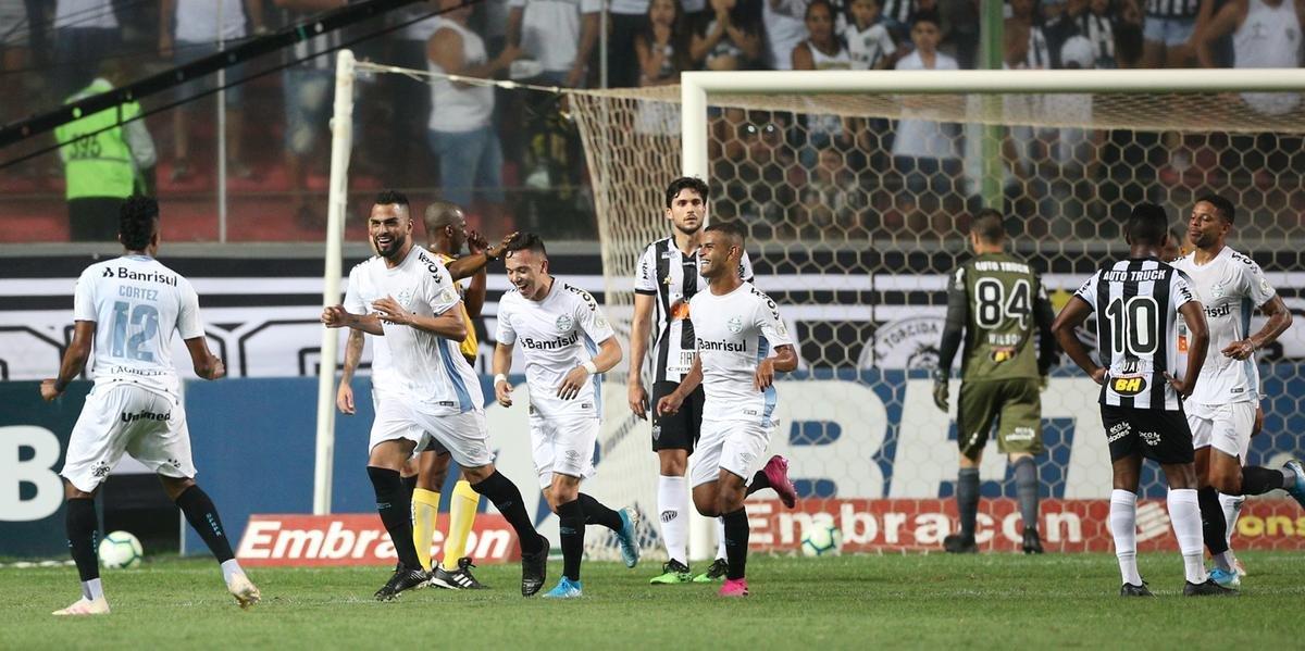 Grêmio venceu por 4 a 1 fora de cacsa e entrou de vez no G6 do Brasileirão