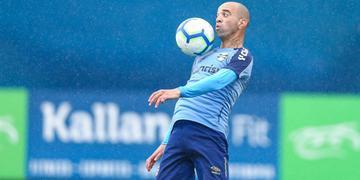 Diego Tardelli deve entrar em campo contra o Bahia, nesta quarta, às 19h15min