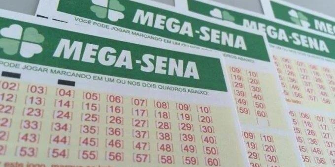 Mega Sena acumulou e deve pagar mais de R$ 21 milhões na terça-feira