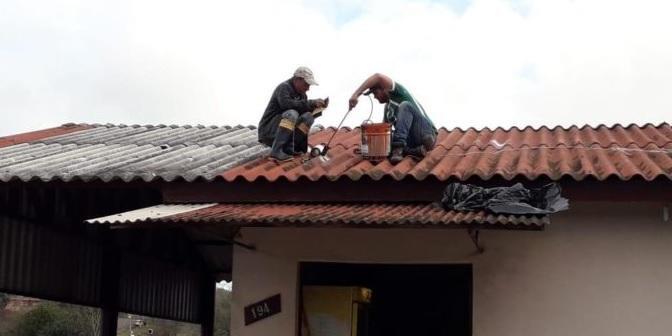 Casas receberam reparos nos telhados após passagem do temporal