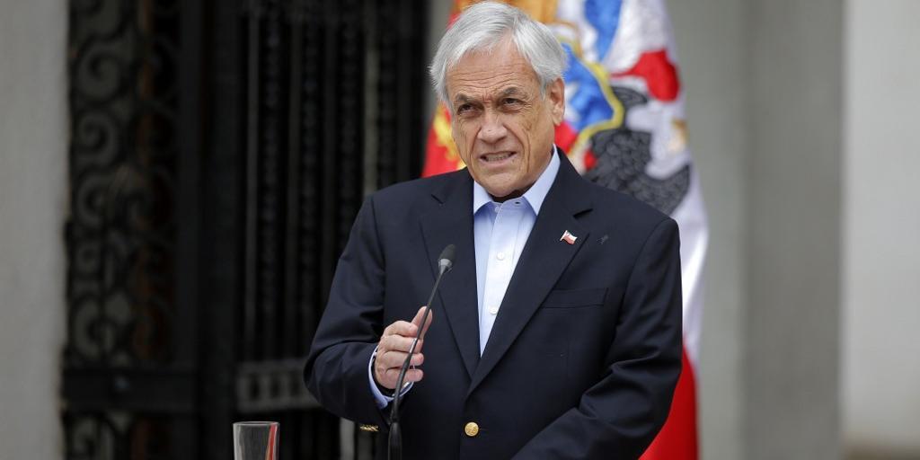 Sebastián Piñera pede renúncia de todos seus ministros após manifestação gigantesca em Santiago