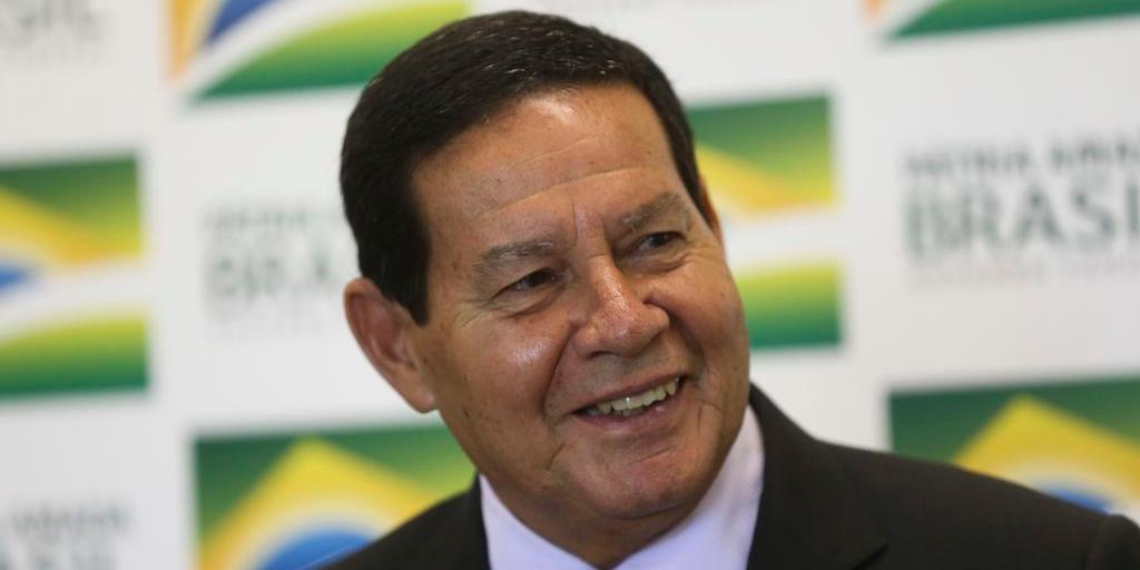 Presidente em exercício, Hamilton Mourão, disse que as praias do Nordeste atingidas pelo derramamento de óleo já estão próprias para banho