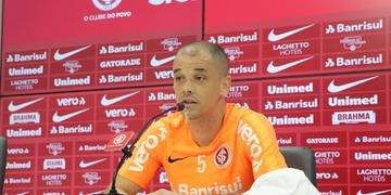 D'Alessandro provocou Renato em entrevista coletiva na tarde desta quarta-feira
