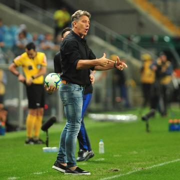 Irritado, Renato admitiu atuação ruim e revelou bronca nos jogadores no intervalo e após o jogo, mesmo com vitória por 2 a 1 sobre o CSA