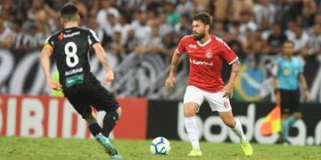 Inter de Rafael Sobis pouco produziu e acabou derrotado para o Ceará pelo placar de 2 a 0