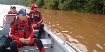 Equipes dos bombeiros estão divididas em times que atuam nas águas e na terra