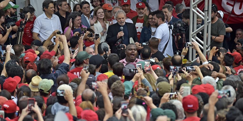 Ex-presidente fez discurso em Curitiba após soltura