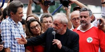 Em seu segundo discurso após deixar a prisão, Lula falou a apoiadores em frente ao Sindicato dos Metalúrgicos