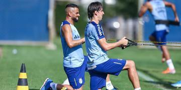 Ao lado de Maicon, que volta de suspensão, Geromel fez atividades físicas e deve ir à campo contra o Flamengo, no domingo