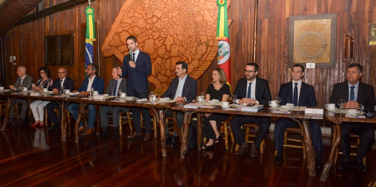 Leite se reuniu com deputados para apresentar medidas de pacote