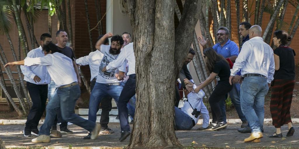 Grupos apoiadores de Juan Guaidó ocuparam a embaixada venezuelana em Brasília