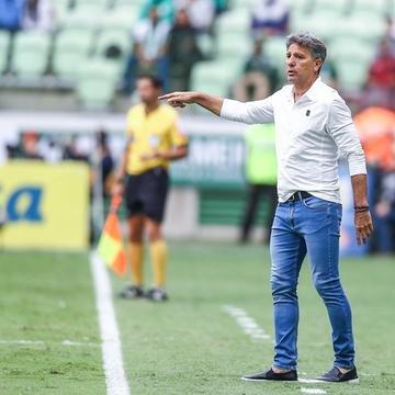 Renato Portaluppi lamentou estado do gramado do Allianz Parque e considerou justo as conquistas do Flamengo