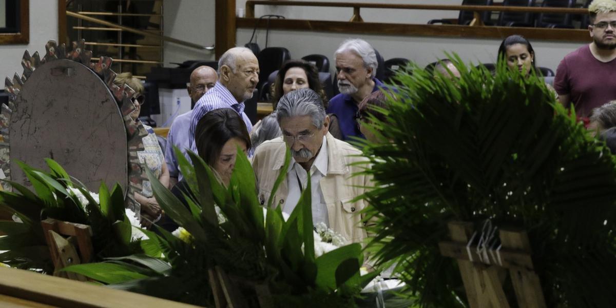 Ex-governador Olívio Dutra foi um dos presentes em velório