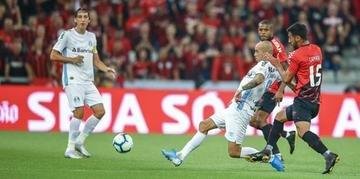 Diretor de Futebol do Grêmio evitou falar sobre o futuro de Diego Tardelli para manter o foco de todos na vaga do G-4