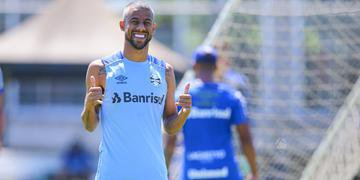 Léo Moura pretende jogar mais um ano e quer permanecer no Grêmio