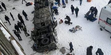 Pelo menos 19 pessoas morreram no acidente de um ônibus que caiu em um rio na Sibéria