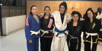 A instrutora Gabriellen Azevedo (centro) vai comandar o encontro