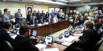 Comissão de Constituição e Justiça (CCJ) da Assembleia Legislativa aprovou relatório final do deputado Elton Weber (PSB), favorável a que seja suspenso o pagamento de honorários de sucumbência