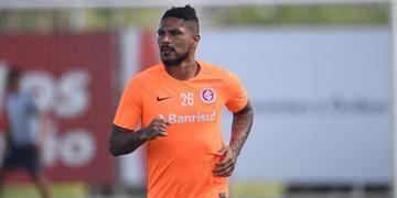Atacante colorado vem sendo sondado por clubes argentinos