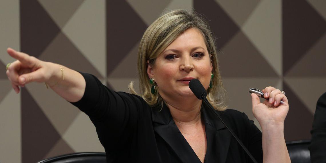 Deputada apresentou reproduções de conversas que seriam de operadores do grupo