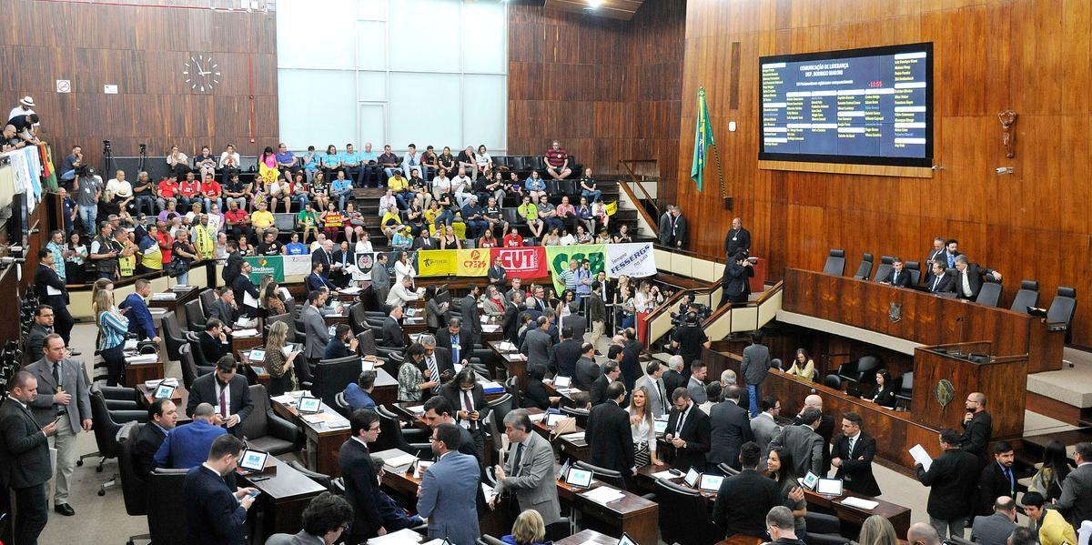 Deputados analisam pacote do governador Eduardo Leite