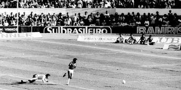 Jair marcou o primeiro gol do Inter contra o Vasco da Gama, no segundo jogo da final, no estádio Beira-Rio