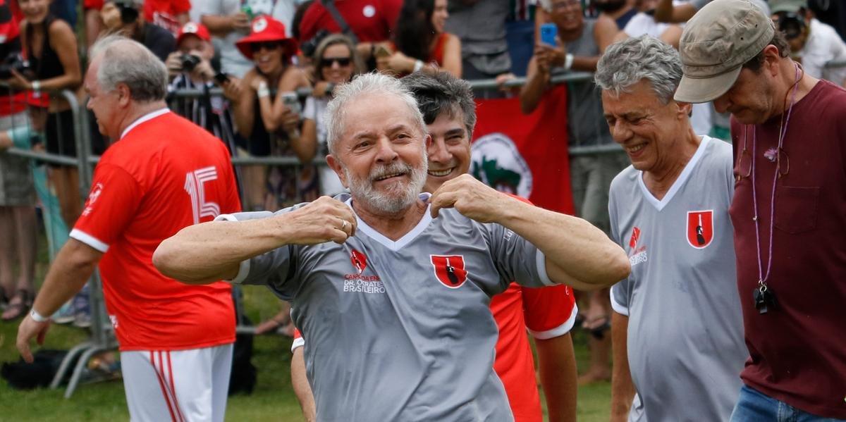 Ex-presidente participou de partida de futebol no interior de São Paulo