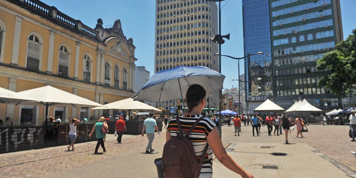 Em Porto Alegre, a temperatura mínima será de 23ºC e a máxima de 39ºC