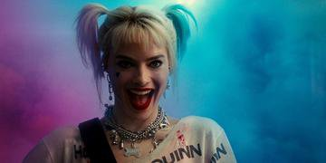 Margot Robbie volta a dar vida a personagem Arlequina nos cinemas