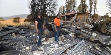 Em Batlow, Bellchambers e Bailey perderam suas casas e muitos de seus animais por conta das queimadas