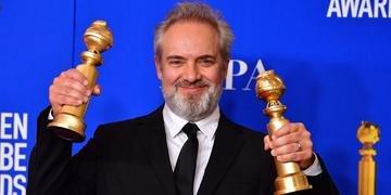 Sam Mendes surpreendeu ao levar o Globo de Ouro de melhor drama e melhor diretor