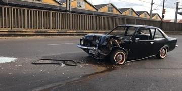 Carro e coletivo colidiram na esquina da avenida Mauá