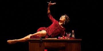 Por esta peça, Deborah Finocchiaro concorre ao Prêmio Açorianos de Melhor Atriz.