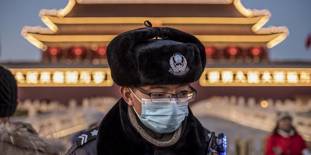 Não há evidência de transmissão por contato humano fora da China, segundo a organização