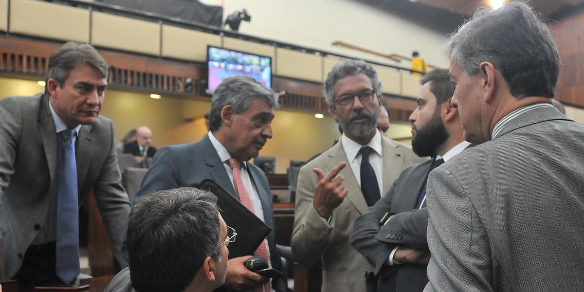 Votação de pacote de Eduardo Leite será retomada nesta terça-feira