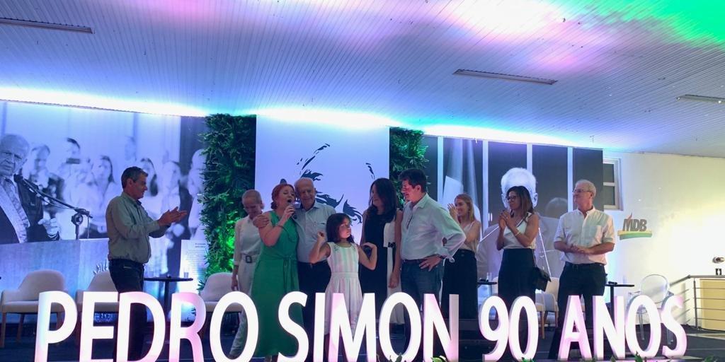 Lideranças políticas celebraram os 90 anos do ex-senador Pedro Simon