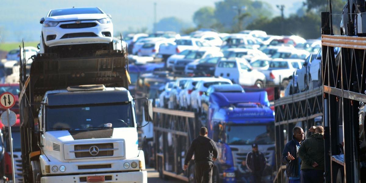GM deverá aumentar os preços dos seus veículos, já que 40% das peças de carros de passeio são importadas