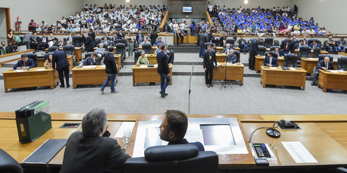 Dez vereadores de Porto Alegre deverão trocar de partido