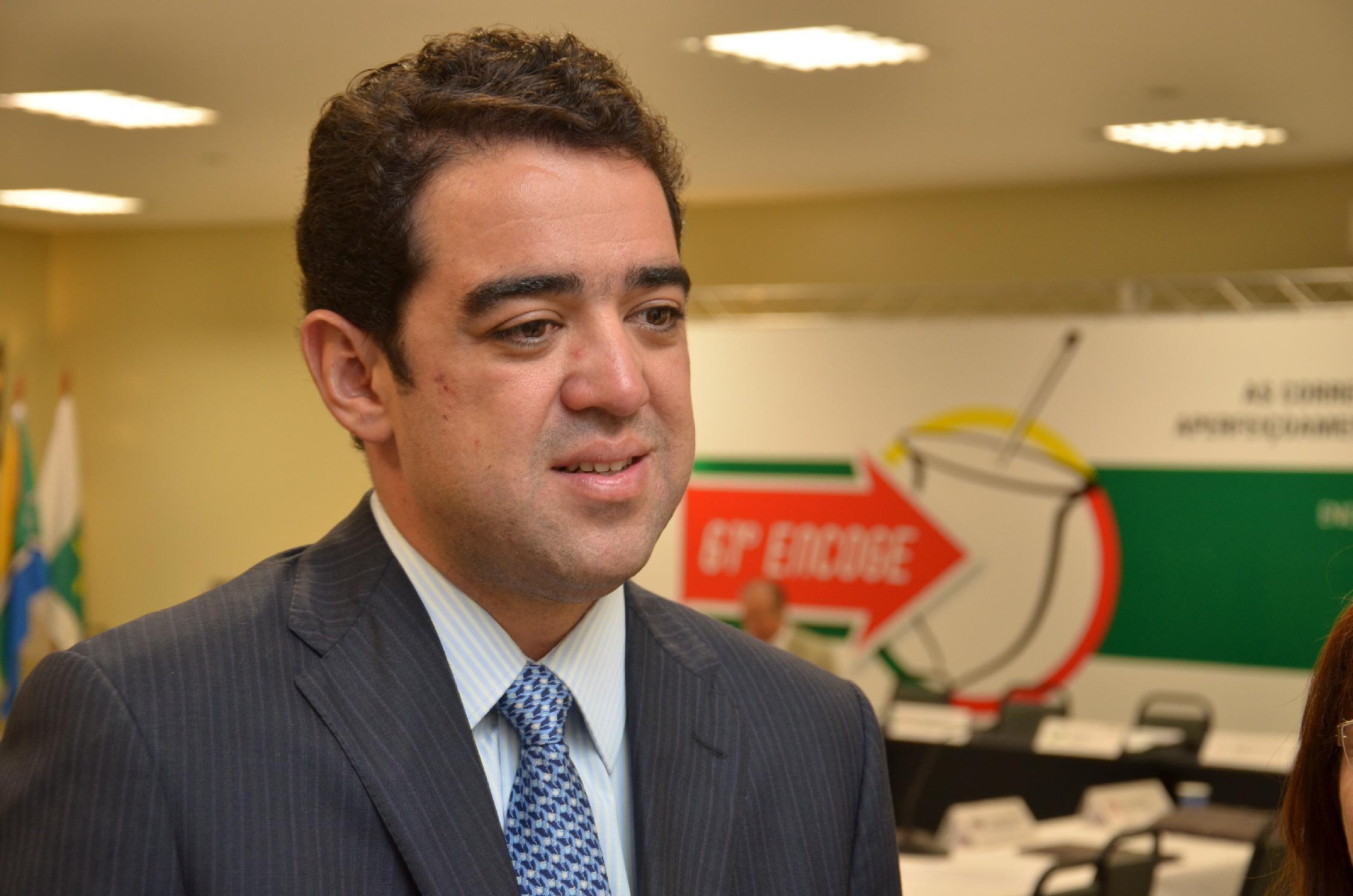 Ministro do TCU suspende ampliação do BPC votada pelo Congresso