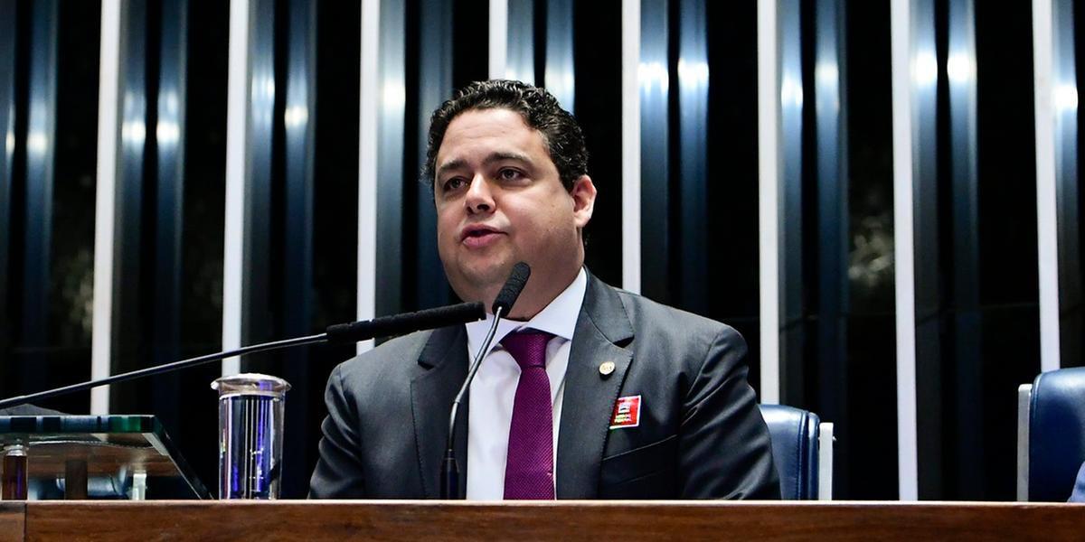 Santa Cruz afirmou que Bolsonaro deve retomar as rédeas e unir o país