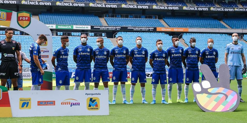 No último jogo antes da paralisação, os jogadores entraram com máscaras em forma de protesto pela realização da partida