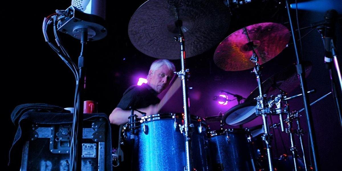 Bill Rieflin já tocou com R.E.M. e fazia parte da banda King Crimson até o ano passado