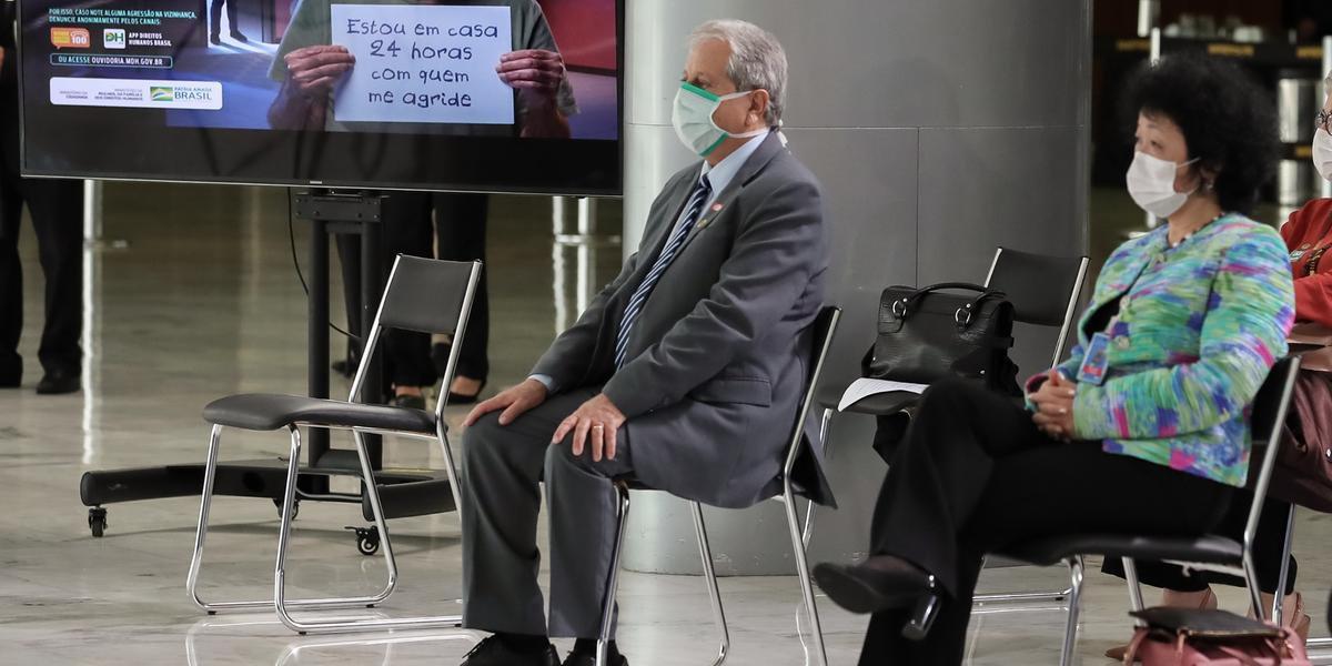Nise Yamaguchi, defensora da cloroquina, estava em um evento para incentivar a denúncia de violência doméstica no Palácio do Planalto, antes de se encontrar com Bolsonaro