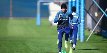 Jogadores do Grêmio fizeram atividades físicas neste sábado