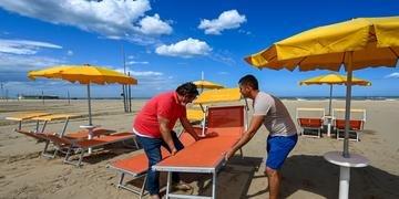 Praias italianas se preparam para receber turistas