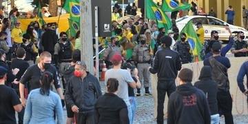 Policiais tiveram que agir algumas vezes para evitar confrontos
