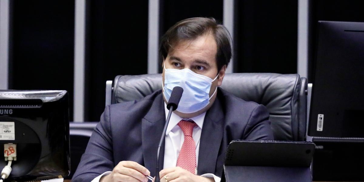 Maia se reuniu com Bolsonaro e pediu a mudança da data da prova, mas ainda não obteve resposta