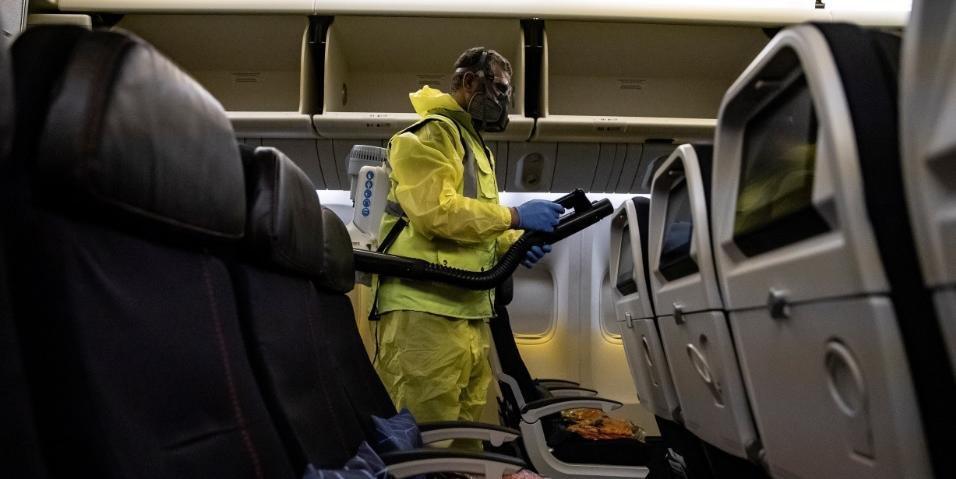UE recomenda distância física e máscaras para viagens aéreas