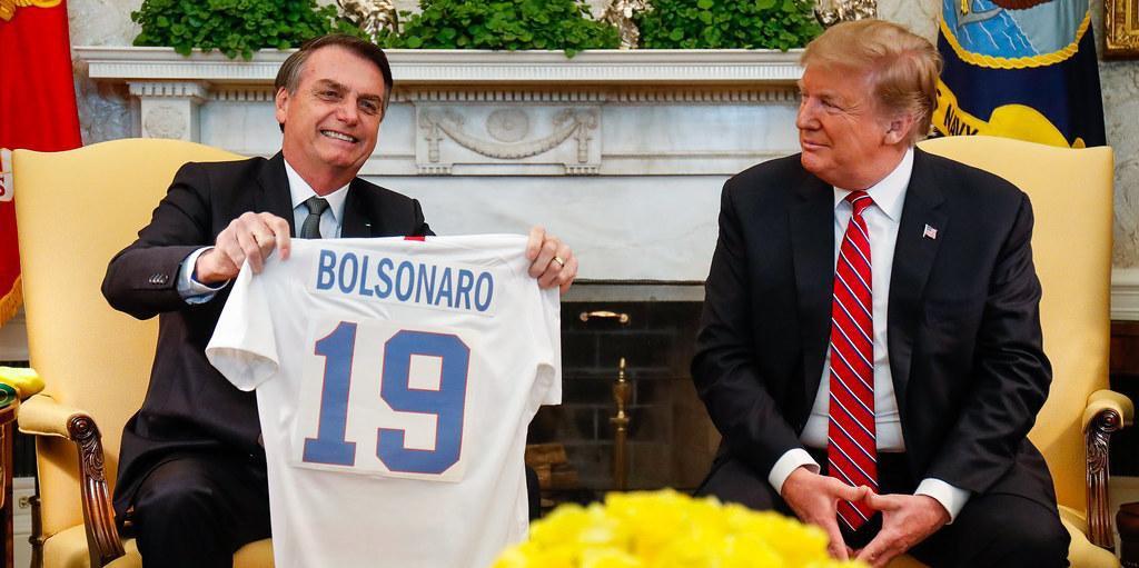Bolsonaro revelou a um apoiador que Trump enviou para o Brasil 2 milhões de comprimidos de hidroxicloroquina