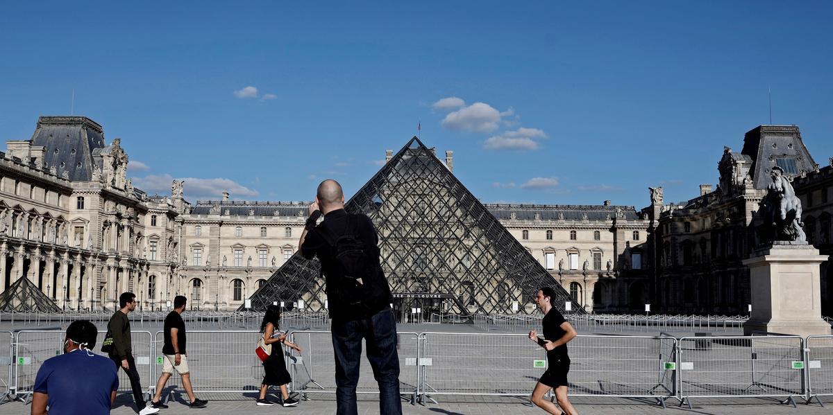 Na abertura gradual após o isolamento, visitas ao Louvre terão de ser reservadas em uma primeira etapa.